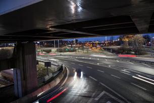 Long exposure of a highway in Gothenburg, Swedenの写真素材 [FYI02208027]