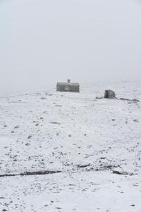 Norway, Fellside cottage in snowの写真素材 [FYI02208029]