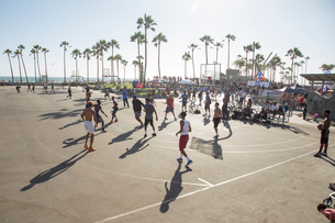 Basketball game at Venice Beach, USAの写真素材 [FYI02208072]