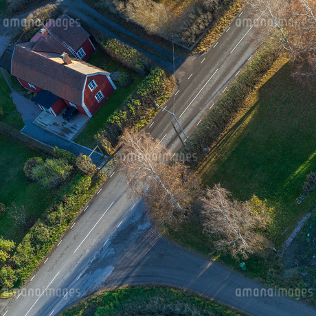 High angle view of rural house in Karby, Swedenの写真素材 [FYI02208230]