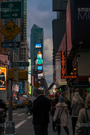 Street at dusk in New York Cityの写真素材 [FYI02208253]
