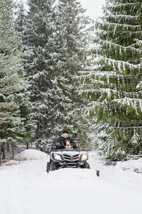 Sweden, Vastmanland, Bergslagen, Hallefors, Silvergruvan, Mature man driving snow blowerの写真素材 [FYI02208276]