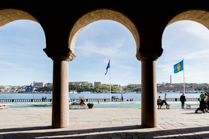 Sweden, Stockholm, City panorama seen from under Stockholm City Hall arcadesの写真素材 [FYI02208292]