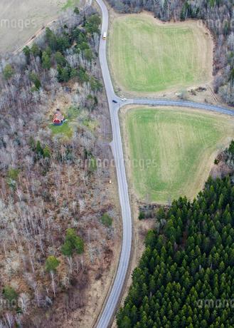 Aerial view of highway in Uppland, Swedenの写真素材 [FYI02208306]