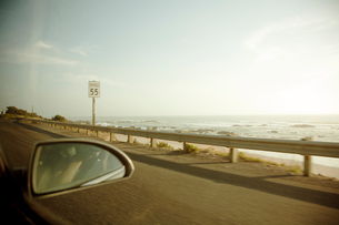 USA, California, Los Angeles, View of sea from moving carの写真素材 [FYI02208322]