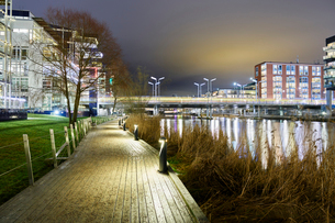 Waterfront footpath at night in Stockholm, Swedenの写真素材 [FYI02208327]