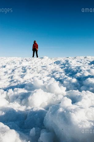 Man on snow in Biludden, Swedenの写真素材 [FYI02208330]