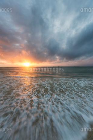 Beach at sunset in Kenyaの写真素材 [FYI02208338]