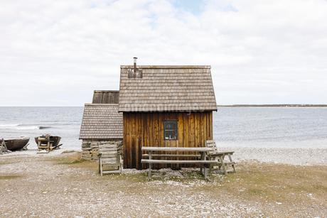 Fishing huts on beach in Faro, Swedenの写真素材 [FYI02208393]