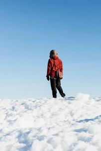 Man on snow in Biludden, Swedenの写真素材 [FYI02208397]