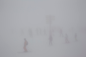 Fog over ski field in La Thulie, Italyの写真素材 [FYI02208434]