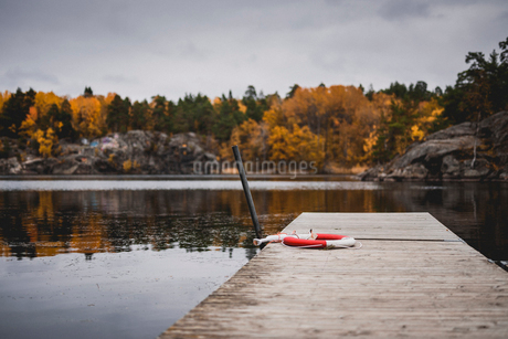 Wharf on lake in Sodermanland, Swedenの写真素材 [FYI02208454]