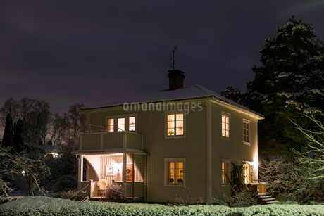 House at night during Christmas in Jarna, Swedenの写真素材 [FYI02208460]