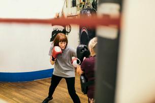 Senior women boxingの写真素材 [FYI02208481]