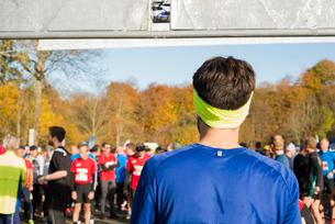 Sweden, Man wearing sports clothing preparing to raceの写真素材 [FYI02208490]