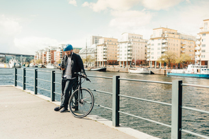 Man bicycling on street in Stockholm, Swedenの写真素材 [FYI02208492]