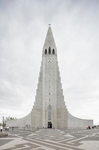 Iceland, Reykjavik, Hofuoborgarsvaeoi, Hallgrimskirkja churchの写真素材 [FYI02208515]
