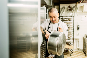 Chef at bakery in Swedenの写真素材 [FYI02208527]