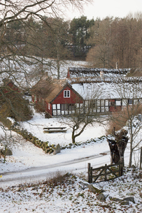 House in snow in Brosarp, Swedenの写真素材 [FYI02208590]