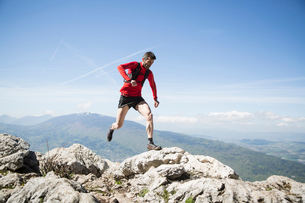 Man running on rocks in Annecy, Franceの写真素材 [FYI02208591]