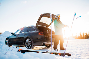 Man by a car with skiing equipment in Osterdalen, Norwayの写真素材 [FYI02208619]