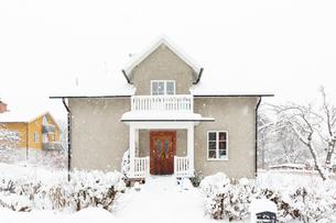 House during winter in Jarna, Swedenの写真素材 [FYI02208692]