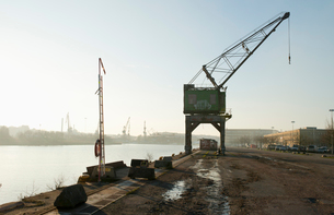 Sweden, Vastra Gotaland, Gothenburg, Frihamnen, Crane in dock at sunsetの写真素材 [FYI02208693]