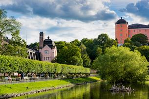 Sweden, Uppland, Uppsala, Stadsparken, Park with pondの写真素材 [FYI02208700]