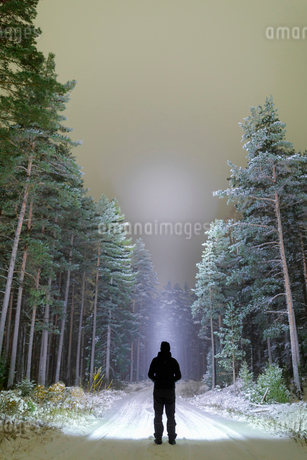 Silhouette of man on rural road in Ostergotland, Swedenの写真素材 [FYI02208720]