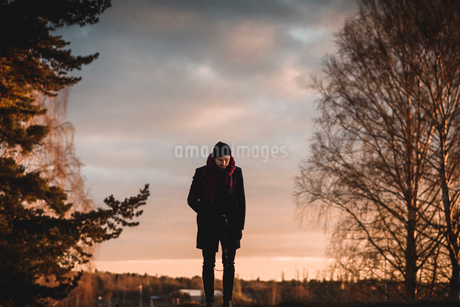 Man on hill in Sodermanland, Swedenの写真素材 [FYI02208727]