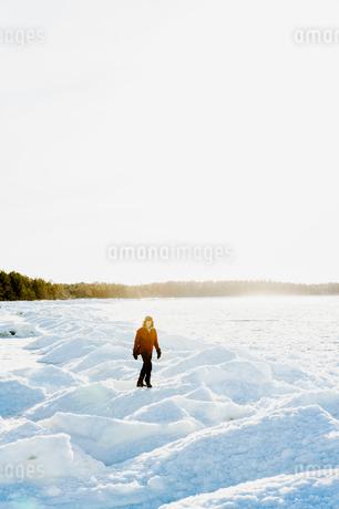 Man on snow in Biludden, Swedenの写真素材 [FYI02208762]