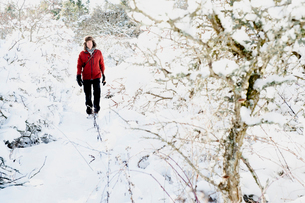 Man walking through snow in Biludden, Swedenの写真素材 [FYI02208773]