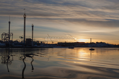 A view across the water to an amusement park in Swedenの写真素材 [FYI02208878]
