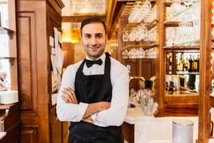 Waiter at bakery in Swedenの写真素材 [FYI02208904]