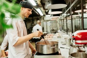 Chefs at bakery in Swedenの写真素材 [FYI02208933]