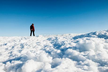 Man on snow in Biludden, Swedenの写真素材 [FYI02208958]