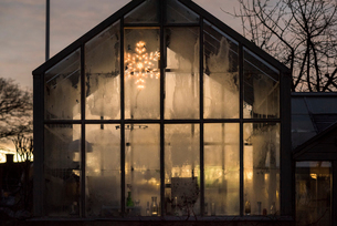 Sweden, Sodermanland, Facade of modern glass house with Christmas decorationの写真素材 [FYI02209053]