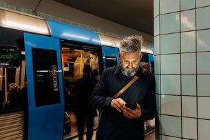 Man texting at train station in Stockholm, Swedenの写真素材 [FYI02209100]