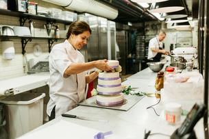 Chefs in kitchenの写真素材 [FYI02209139]