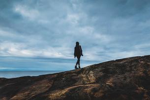 Woman on rocky coastline in Vasterbotten, Swedenの写真素材 [FYI02209166]