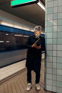 Man texting at train station in Stockholm, Swedenの写真素材 [FYI02209196]