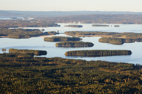 River and forest in Dalarna, Swedenの写真素材 [FYI02209219]