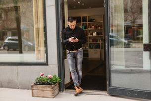 Hairdresser at door of salon in Swedenの写真素材 [FYI02209299]