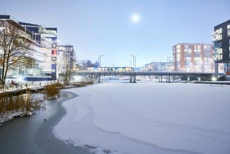 Frozen river in Stockholm, Swedenの写真素材 [FYI02209309]
