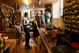 Rope maker talking to his teenage apprentice in his shopの写真素材 [FYI02209422]