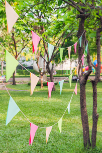 Bunting in park for birthday partyの写真素材 [FYI02209489]
