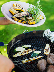 Sweden, Grilled vegetables on plate and grillの写真素材 [FYI02209492]