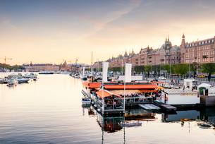 Sweden, Stockholm, Ostermalm, Strandvagen, Boats in old town harborの写真素材 [FYI02209519]