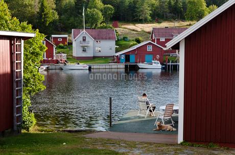 Houses beside water in High Coast, Swedenの写真素材 [FYI02209573]