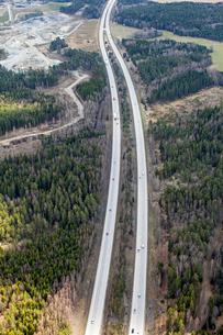 Aerial view of highway in Uppland, Swedenの写真素材 [FYI02209663]